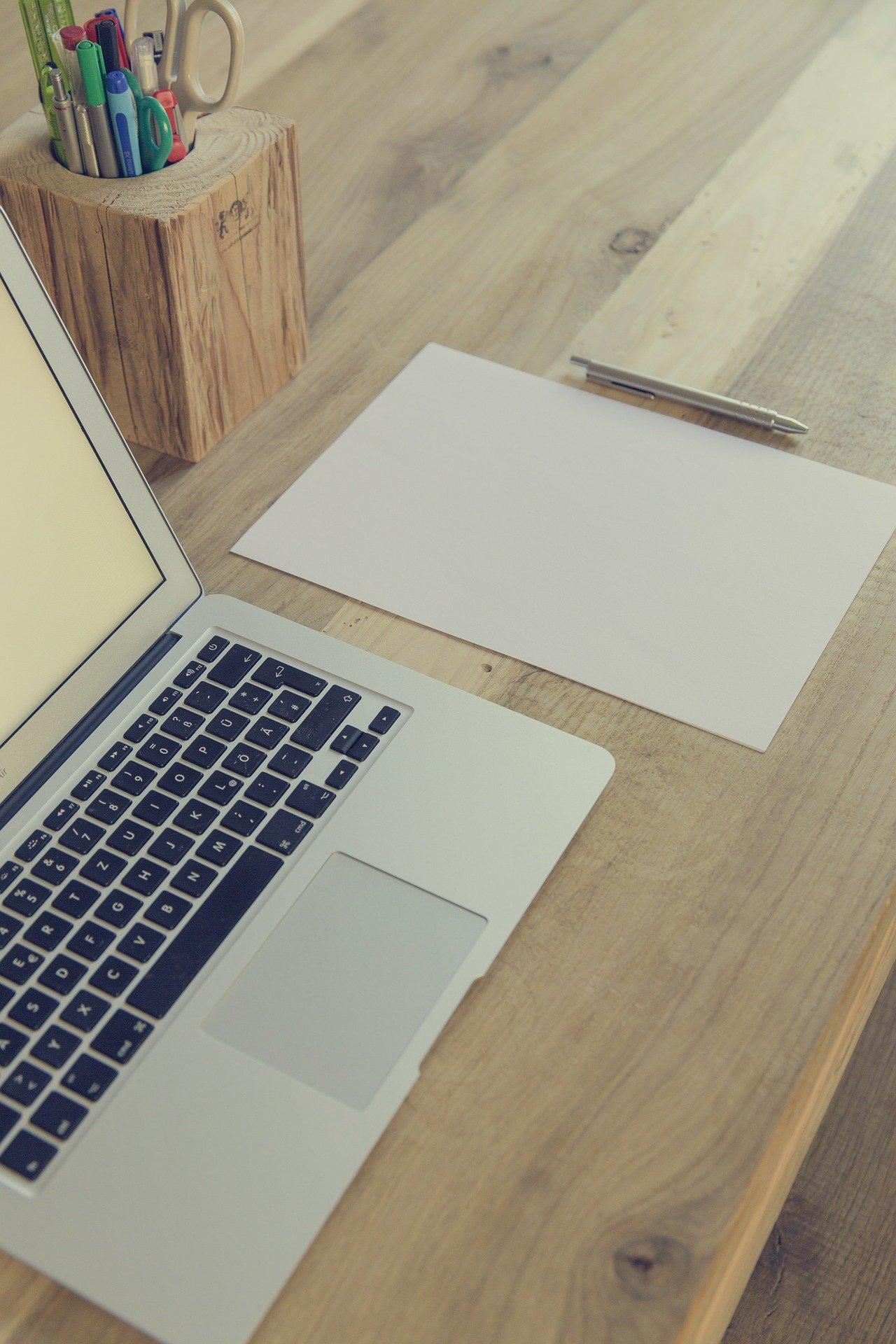 ordinateur création de site internet nantes